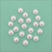 Flat Backed Pearl Medallion - 13mm